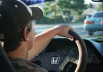 В Новом Уренгое пьяный мужчина починил авто друга и уехал на нем кататься