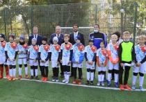 Владимир Шаманов, обращаясь к мальчишкам, выразил уверенность, что среди ребят, которые будут тренироваться на новой площадке, вырастут не только талантливые футболисты, но успешные по жизни люди