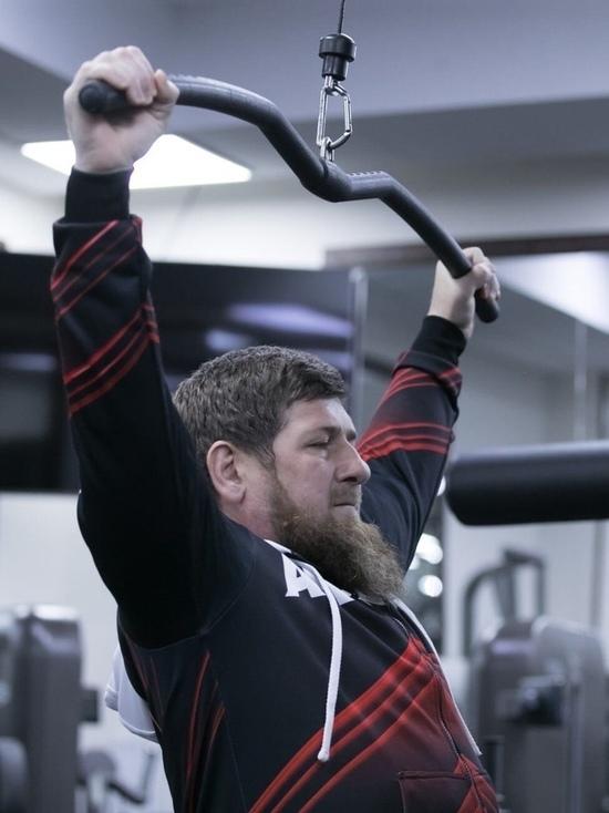 Кадыров пригласил в тренажерный зал чеченских певцов и танцоров