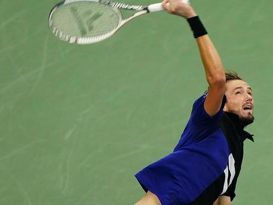 Медведев устроил Рублеву мастер-класс: до титула остались две победы