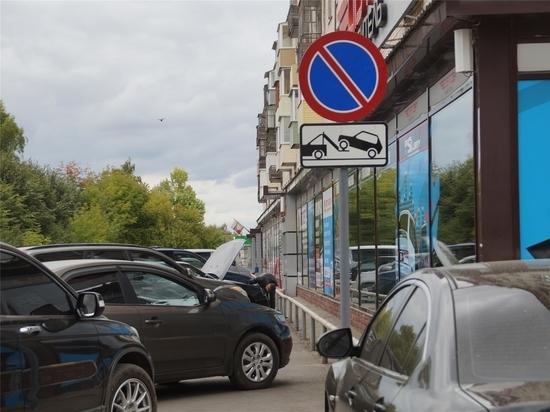 В Чебоксарах эвакуируют автомобили, припаркованные под запрещающим знаком