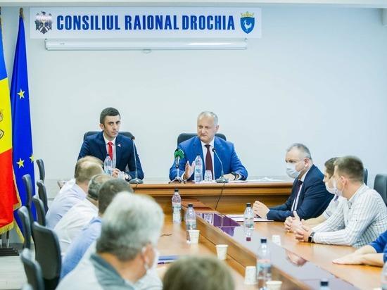 Додон в Дрокиевском районе обсудил ситуацию с COVID-19