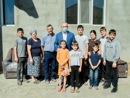 Додон провел кампанию по сбору средств для семьи погорельцев Ломаченко