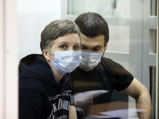 Женщину приговорили к 15 годам, а ее сына – к 16