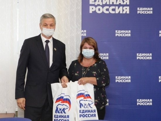 Андрей Луценко передал 30 планшетных компьютеров в череповецкие школы