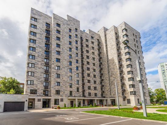 В настоящее время по программе реновации отобрано 464 стартовые площадки с объемом строительства 7,2 квадратных метров жилья