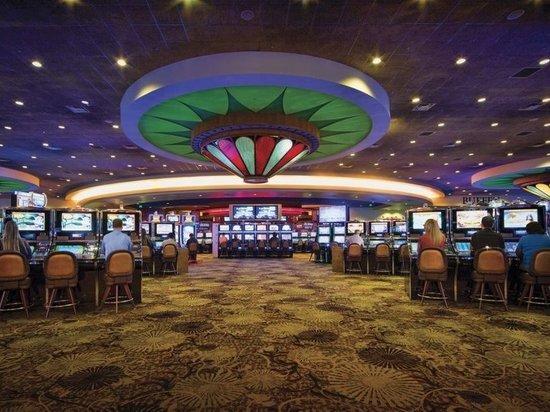 В Нью-Йорке открываются торговые центры и казино