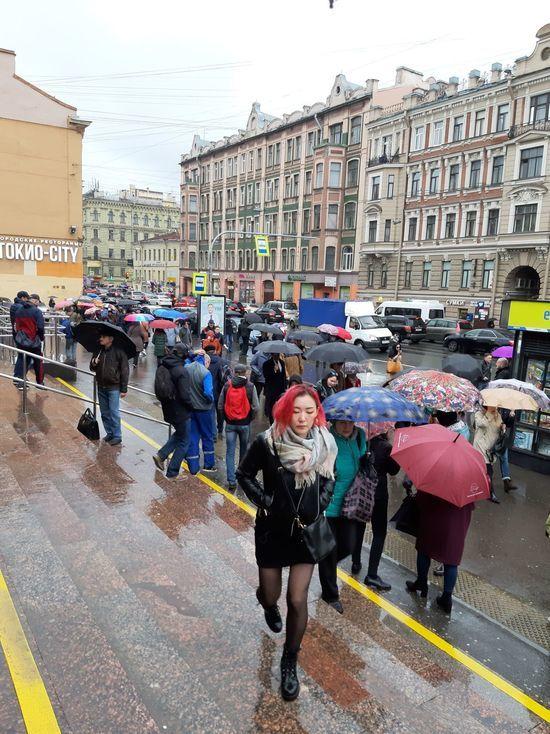 Спрос на дождевики в Петербурге вырос в два раза