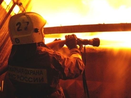 В минувшие сутки в Хакасии загорелись здание коммерческой компании и частный жилой дом