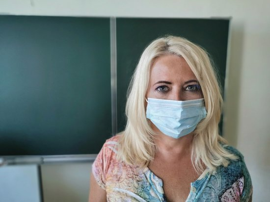 Германия: Учителя должны носить маски и во время уроков