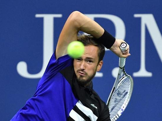 Медведев не смог выйти в финал US Open (зато Звонарева его выиграла)