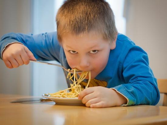 В школьных столовых Саратовской области детей лишили мяса, рыбы и творога
