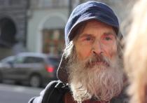 Несколько лет назад СМИ облетела удивительная история о бездомном старике, который начал водить авторские экскурсии по Невскому проспекту