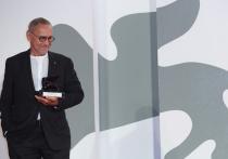 Кончаловский получил в Венеции спецприз жюри за фильм «Дорогие товарищи!»