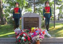 Мемориальный камень в честь первого визита Ким Чен Ира открыли в Хабаровске
