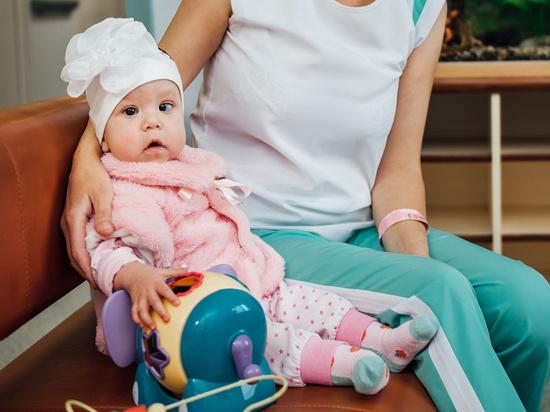 Новосибирские врачи спасли младенца с редким и тяжелым заболеванием
