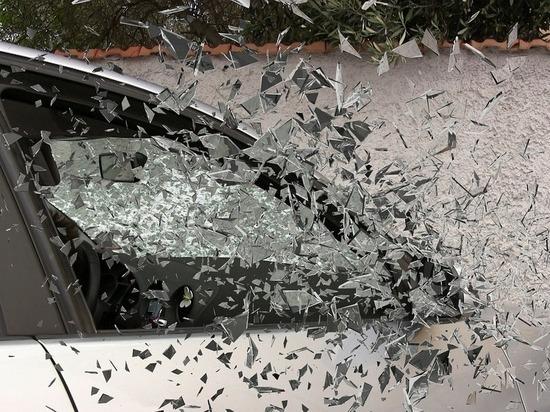 Жительница Марий Эл разбила кирпичом автомашину подруги