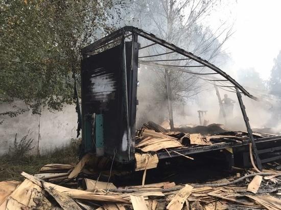 В Марий Эл сгорел грузовой прицеп с фанерой