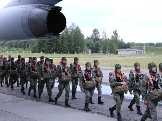 300 псковских военных в полной боеготовности отправились в Беларусь