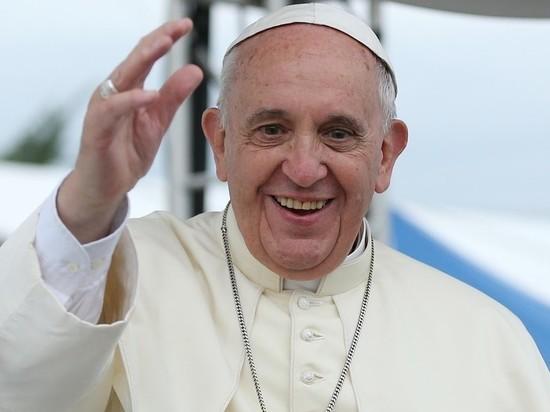 Папу римского поместили под наблюдение врачей