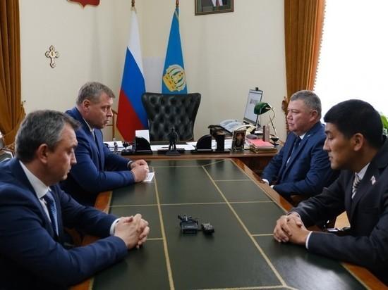 Губернатор Астраханской области провел встречу с новыми главами Красноярского и Володарского районов