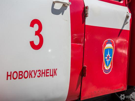 Загоревшийся склад на новокузнецком шоссе тушили 16 человек
