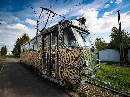 STENOGRAFFIA расписала трамвай в Екатеринбурге, скоро он выйдет на маршрут
