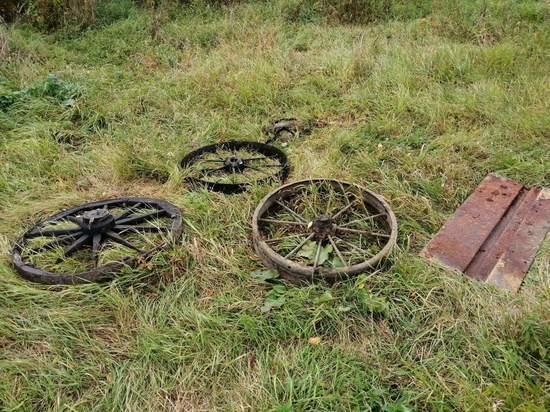 В Ефремовском районе под Тулой из реки выловили загадочные колеса