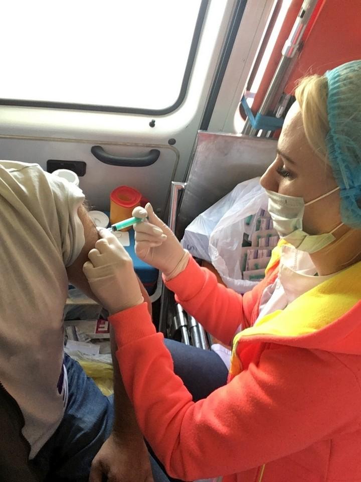 """Корреспондент """"МК в Саратове"""" поделился впечатлениями от уличной прививки против гриппа"""
