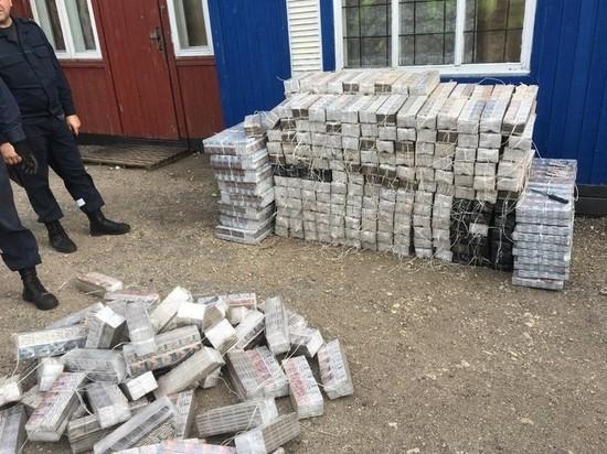 Контрабандные сигареты на полмиллиона рублей нашли в поезде псковские пограничники
