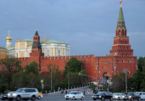 Пресс-секретарь президента России Дмитрий Песков ответил на вопрос журналистов о том, что будет делать Кремль в случае если президент Белоруссии Александр Лукашенко не удержит власть, учитывая продолжающиеся в стране масштабные протесты