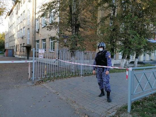 В Красноярске полиция оцепила техникум на Партизана Железняка
