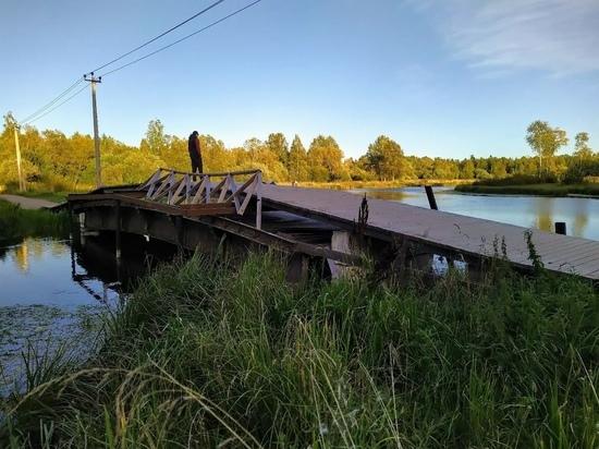 В Гатчине вандалы сломали мост через реку Теплую