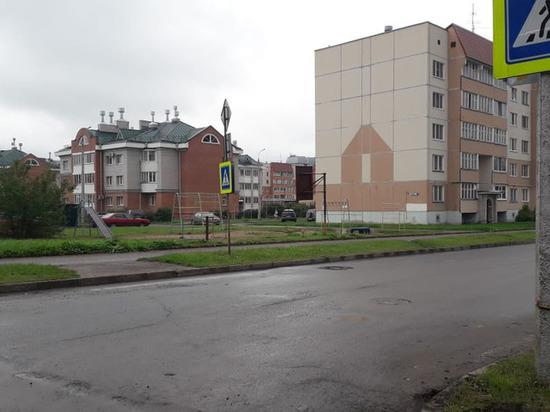 Тротуар на перекрестке двух улиц на Завеличье сделают удобнее