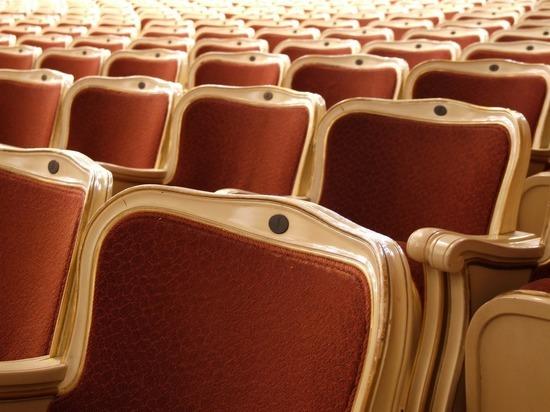 В петербургских театрах отменили обязательную шахматную рассадку