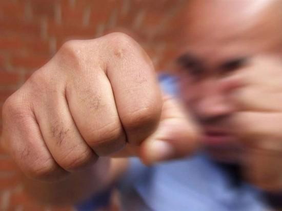 Житель калмыцкой столицы избил супругу и угрожал ей убийством