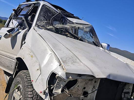 На Камчатке водителя придавило перевернувшимся джипом