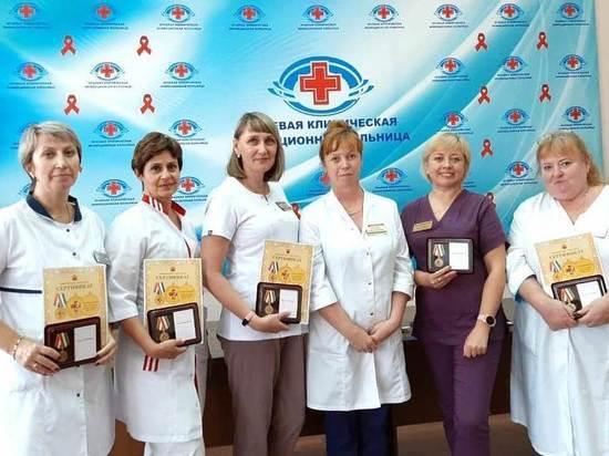 Медиков Забайкалья наградили медалями «За борьбу с коронавирусом»