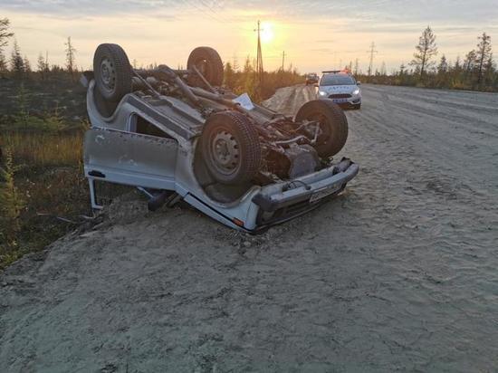 В ЯНАО машина завалилась на крышу во время движения