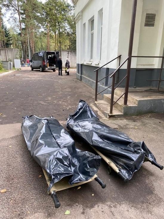 Ритуальный трэш в Костроме: сомнительная похоронная фирма инициировала скандал, оставив тела у морга на улице