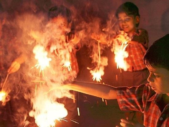 Заброшенный склад в Саяногорске подожгли дети
