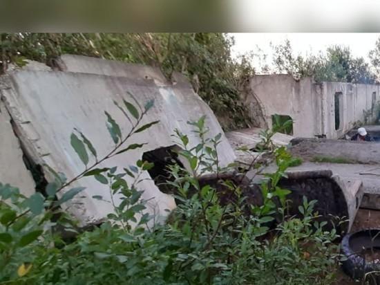 Пока гром не грянет: бесхозный дом-недострой в поселке Сусанино все-таки снесли… но только после трагедии