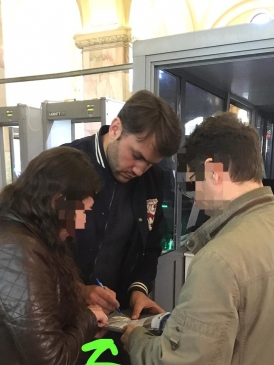 Известный актер Тарас Кузьмин пытался провезти гранату и патроны из Питера в Тверь