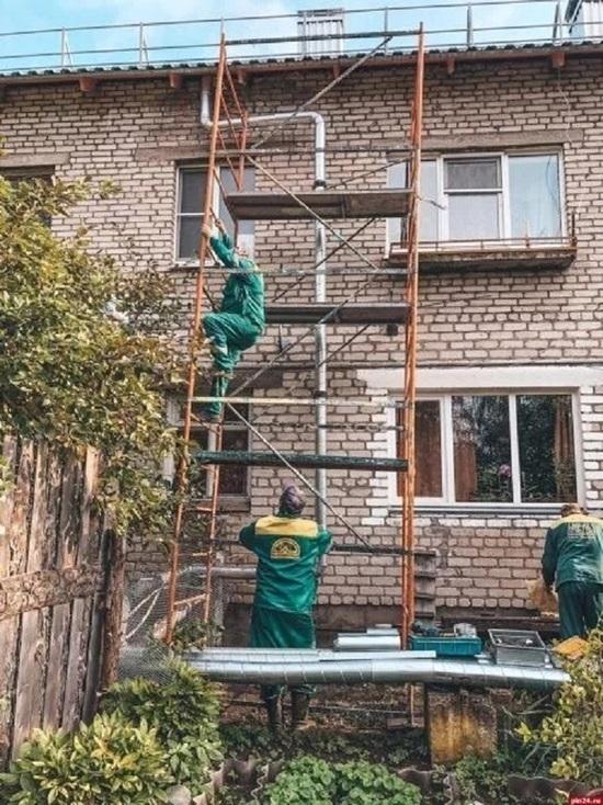 Псковские теплосети навели порядок в порядок на теплотрассе после жалобы на радио