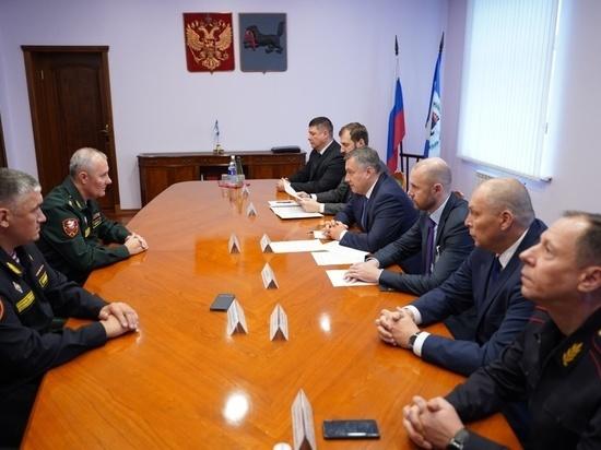 Игорь Кобзев обсудил с командующим Сибирским округом Росгвардии Николаем Марковым взаимодействие в охране общественного порядка