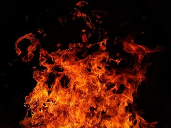 В Сафоново мужчина, чтобы отомстить сожительнице, поджег ее квартиру