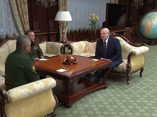 Лукашенко сообщил, что попросил у Путина оружие