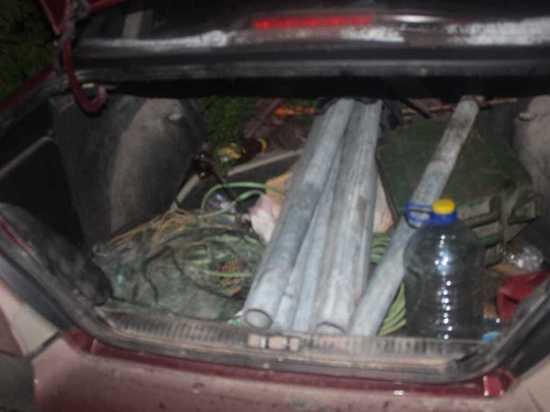 12 дорожных знаков украли двое злоумышленников в Псковском районе