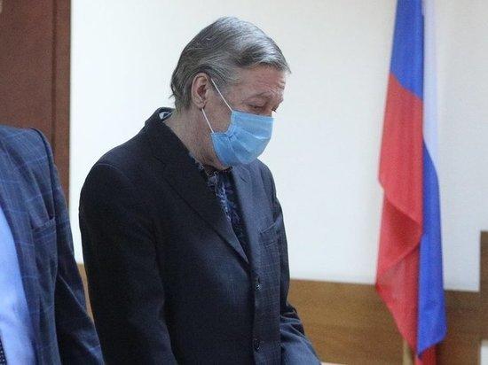 Владелец фургона, который в момент ДТП с Михаилом Ефремовым вел погибший водитель Сергей Захаров, потребовал отмены приговора актеру