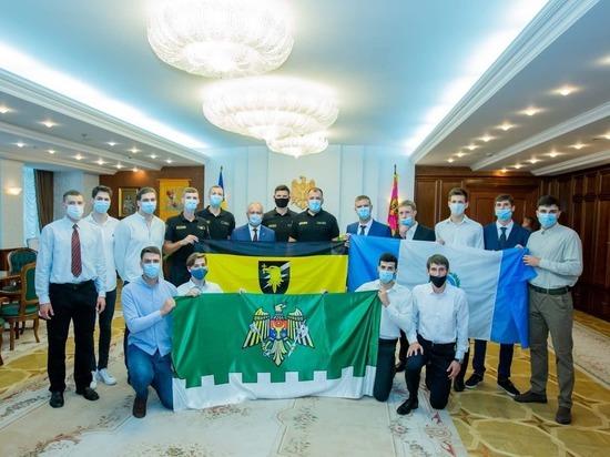 Президент Молдовы встретился со спортсменами волейбольных клубов